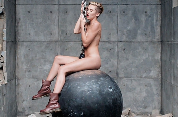miley-cyrus-wrecking-ball-video-4-650-430